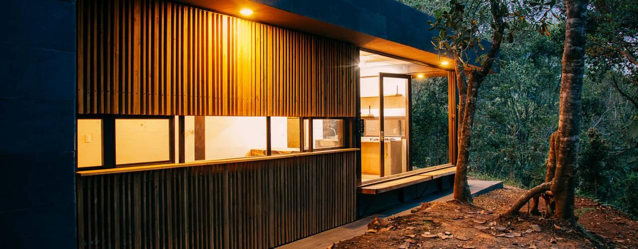 Casas de estilo moderno por CASA CALDA