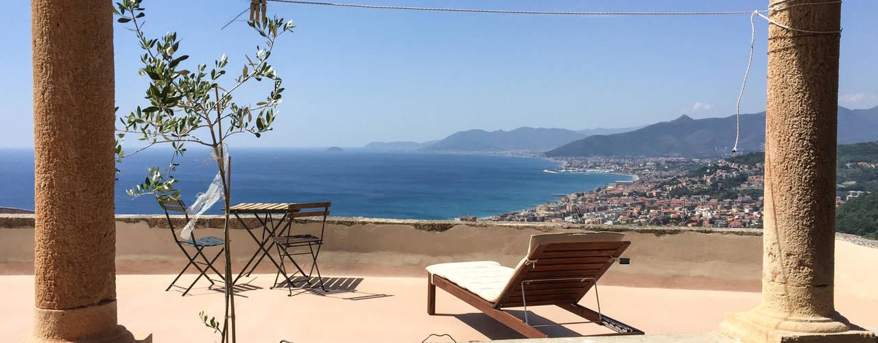 Mediterraner Balkon, Veranda & Terrasse von con3studio Mediterran