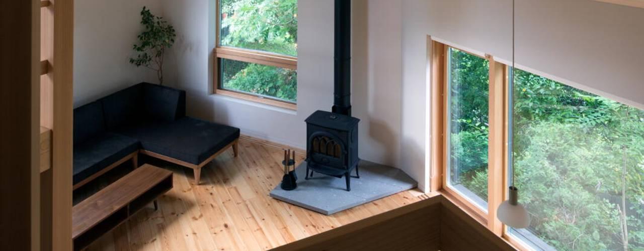 平岸の家: キタウラ設計室が手掛けたリビングです。