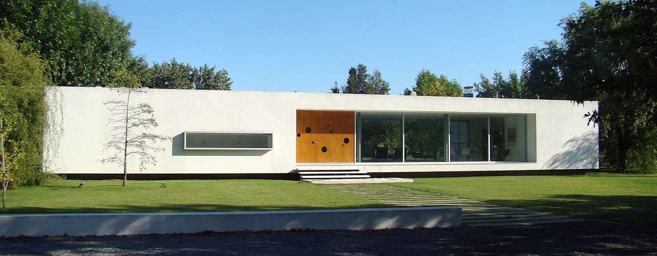 Projekty,  Domy zaprojektowane przez MENEGHETTI ARQUITECTOS,