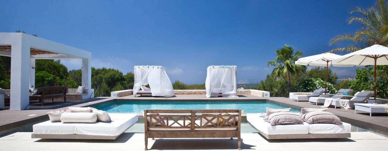 Piscinas de estilo mediterráneo de ANTONIO HUERTA ARQUITECTOS Mediterráneo