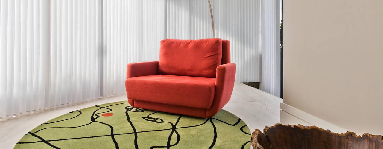 Residência CF Yara Mendes Arquitetura e Decoração Salas de estar modernas