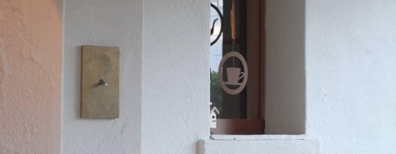 House in Nakatomigaoka: Mimasis Design/ミメイシス デザインが手掛けた家です。