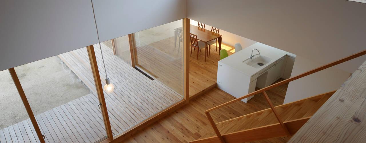 House in Yamatokoriyama モダンデザインの リビング の Mimasis Design/ミメイシス デザイン モダン