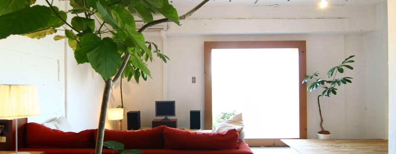 Apartment in Amizima: Mimasis Design/ミメイシス デザインが手掛けたリビングです。,モダン