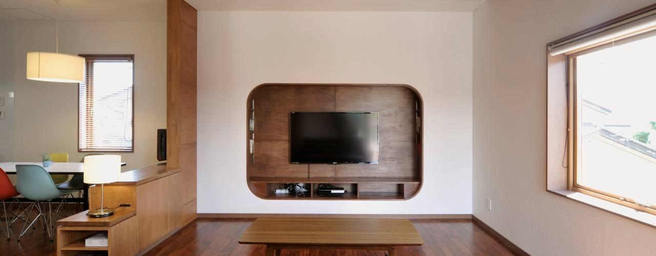 Uwano House: 株式会社シーンデザイン建築設計事務所が手掛けたリビングです。,オリジナル