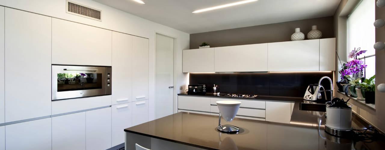 Villa LLL: Cucina in stile  di Vincenzo Leggio Architetto