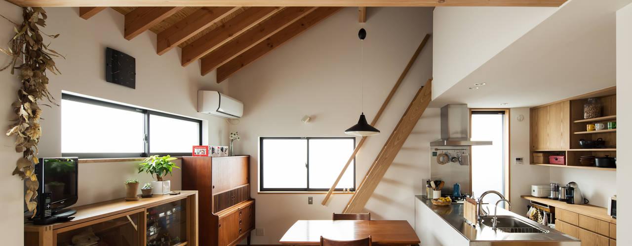 西牧野の家: 藤森大作建築設計事務所が手掛けたダイニングです。,モダン