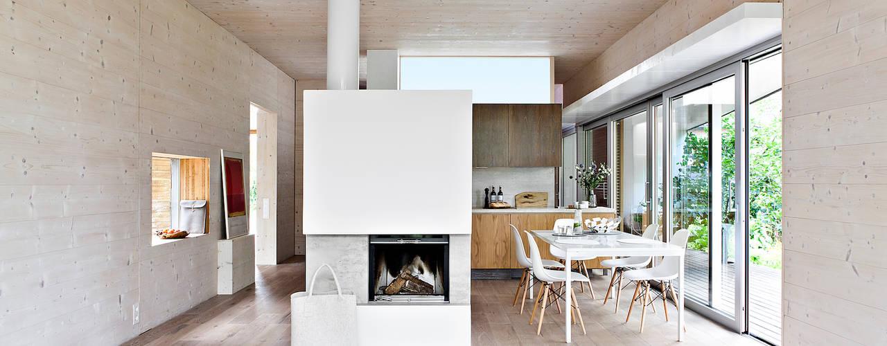 Modern dining room by DANKE Architekten Modern