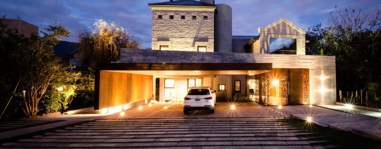 Modern home by BLOS Arquitectos Modern