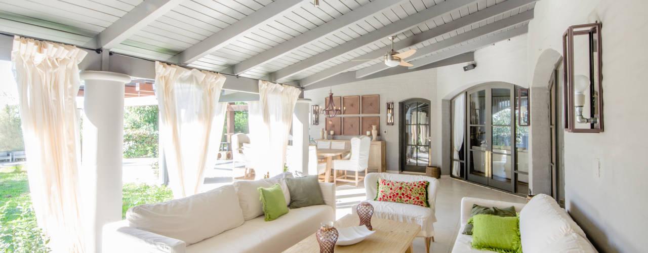 Ruang Keluarga Modern Oleh BLOS Arquitectos Modern