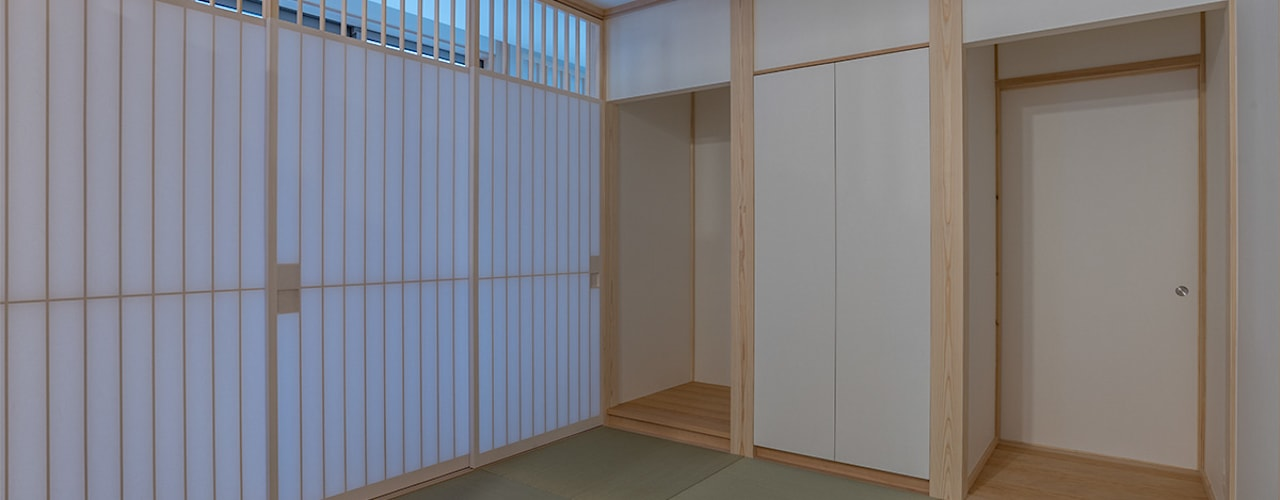 Minimalist living room by 家山真建築研究室 Makoto Ieyama Architect Office Minimalist