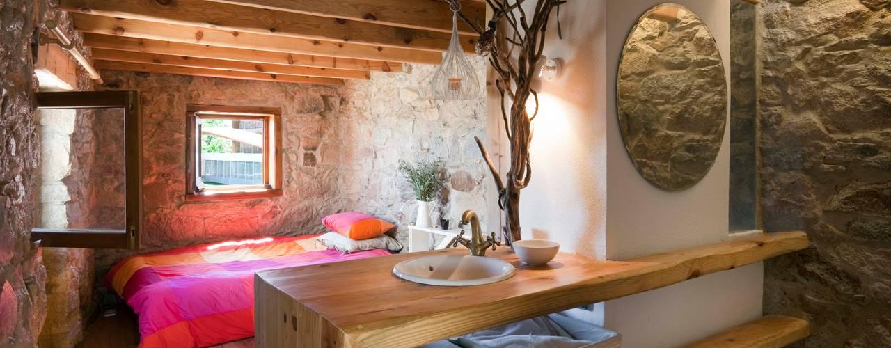 Rustic style bedroom by pedro quintela studio Rustic