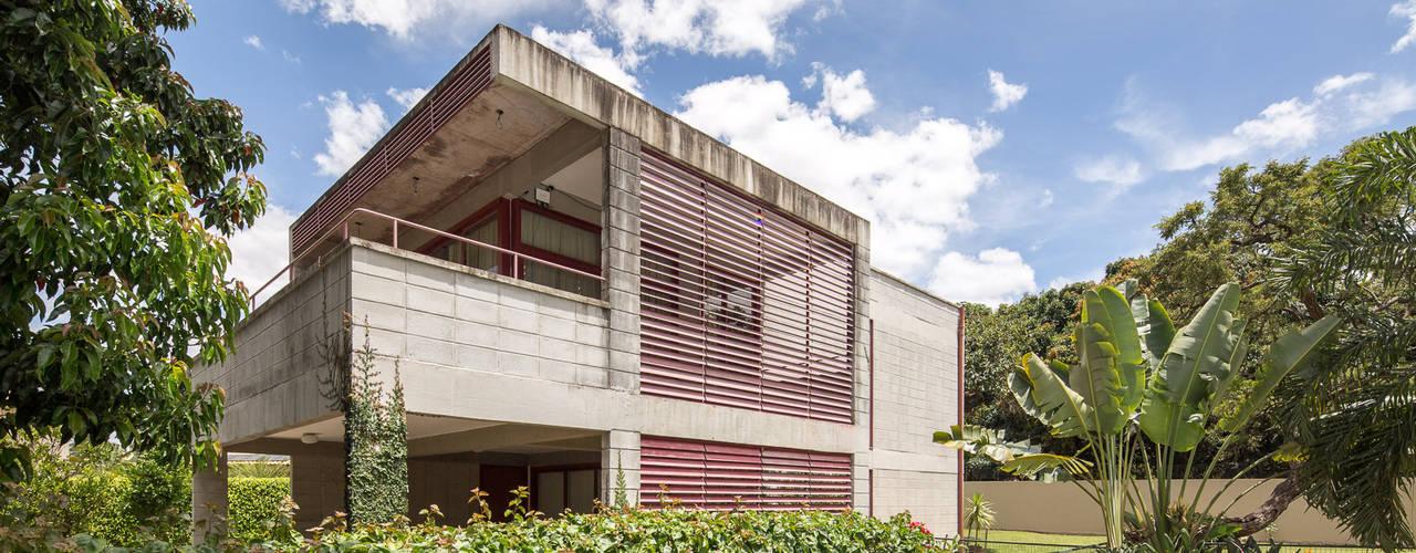 Casa SMPW - Lab606 Casas industriais por Joana França Industrial
