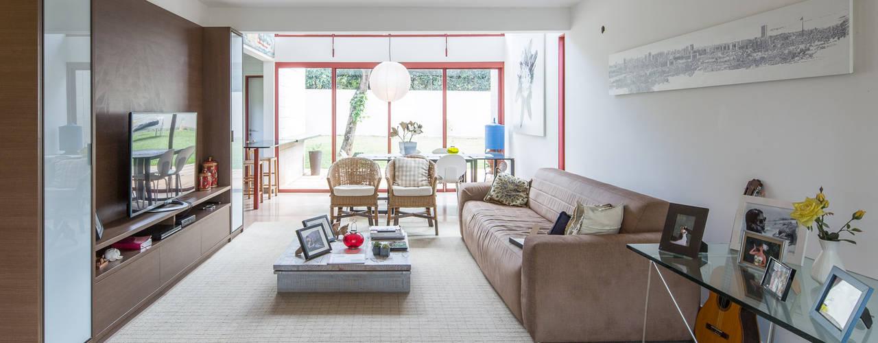 Joana França Industrial style living room