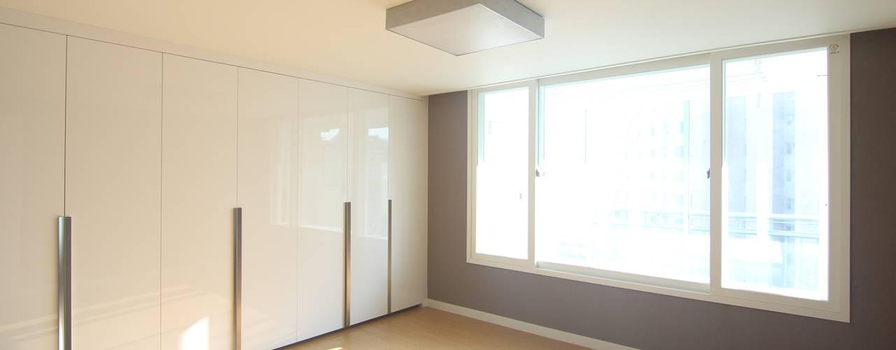 Modern living room by Light&Salt Design Modern