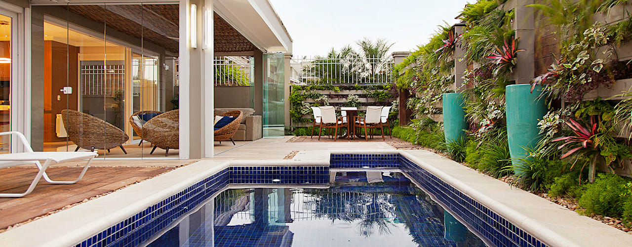 Eclectic style pool by ANDRÉ PACHECO ARQUITETURA Eclectic