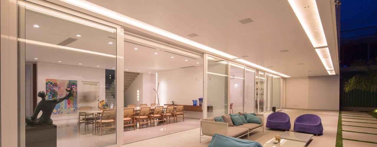 Balcone, Veranda & Terrazza in stile minimalista di Joana França Minimalista