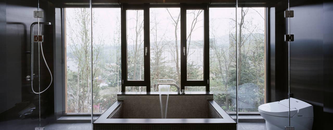 Z-House: 'Snow AIDe의  욕실,모던