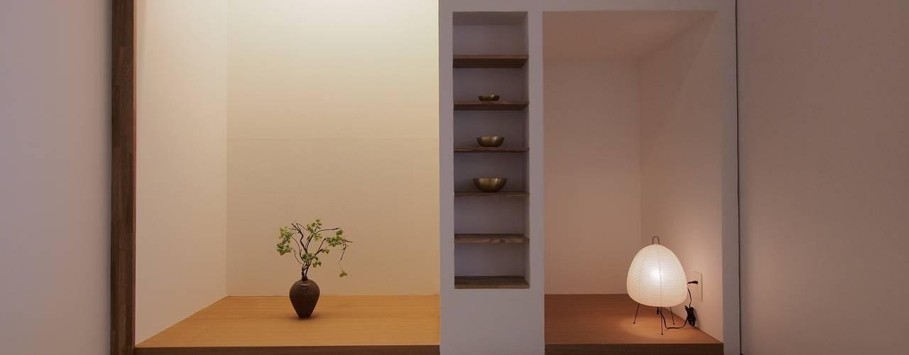 戸手本町の家(リフォーム): アトリエ スピノザが手掛けた寝室です。
