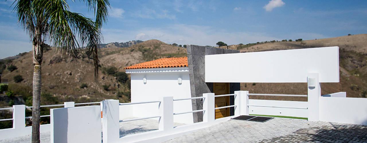 RESIDENCIA ROSELLA Casas modernas de Excelencia en Diseño Moderno