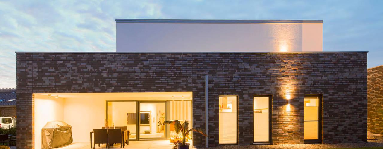 Casas minimalistas de Architektur Jansen Minimalista