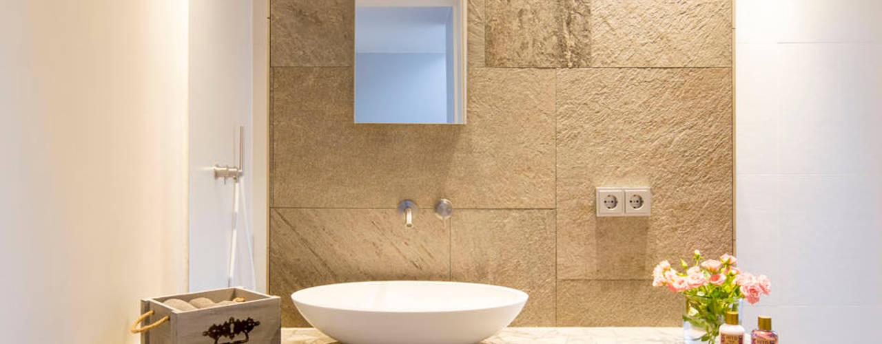 Ванные комнаты в . Автор – Architektur Jansen