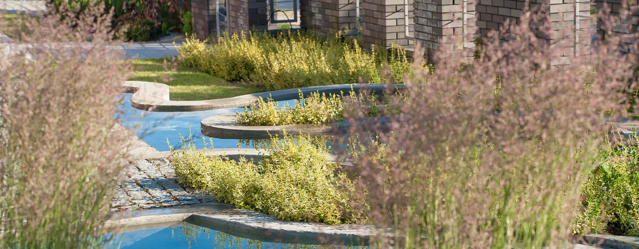 Jardines de estilo  de Pracownia Projektowa Architektury Krajobrazu Januszówka