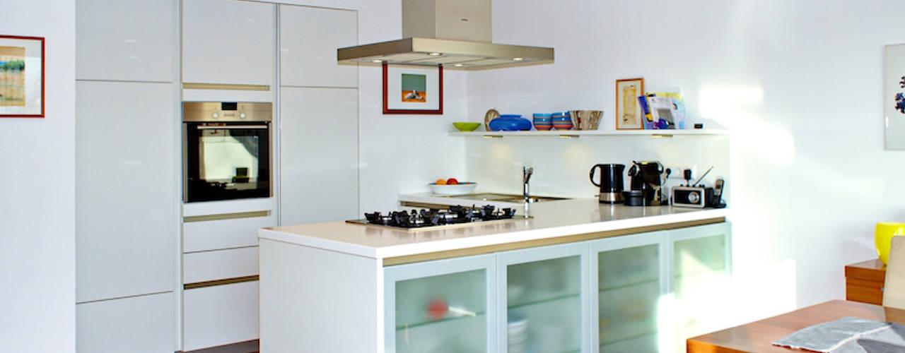 mAIA. Architektur+Immobilien Cocinas de estilo moderno