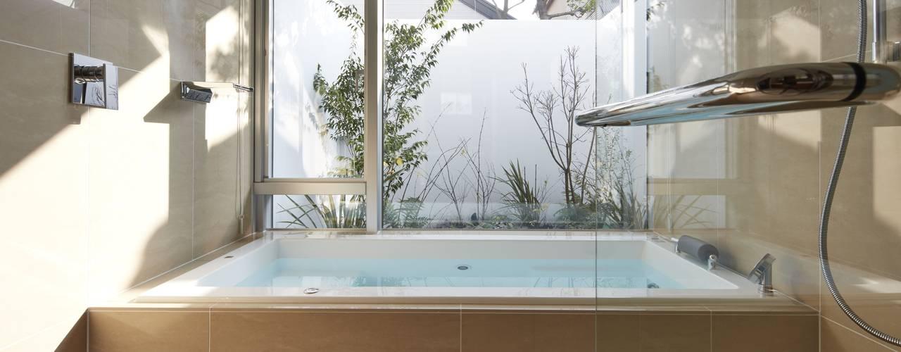 SAKURA SAKURA SAKURA HOUSE: Mアーキテクツ|高級邸宅 豪邸 注文住宅 別荘建築 LUXURY HOUSES | M-architectsが手掛けた浴室です。