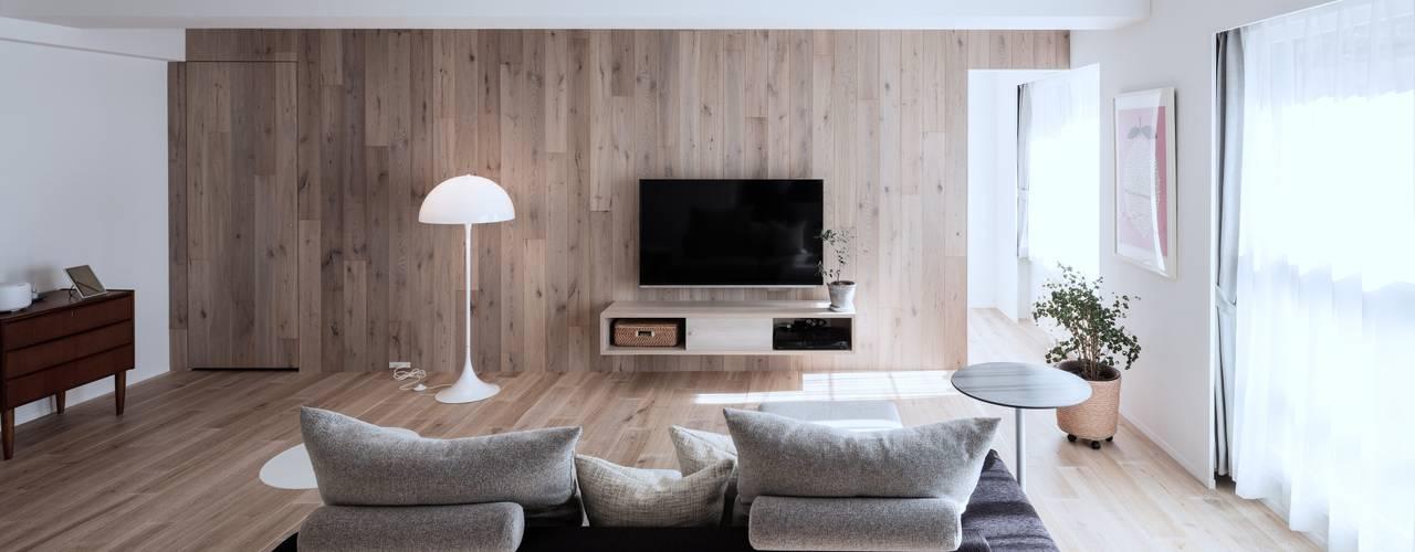 Гостиная в . Автор – 一色玲児 建築設計事務所 / ISSHIKI REIJI ARCHITECTS