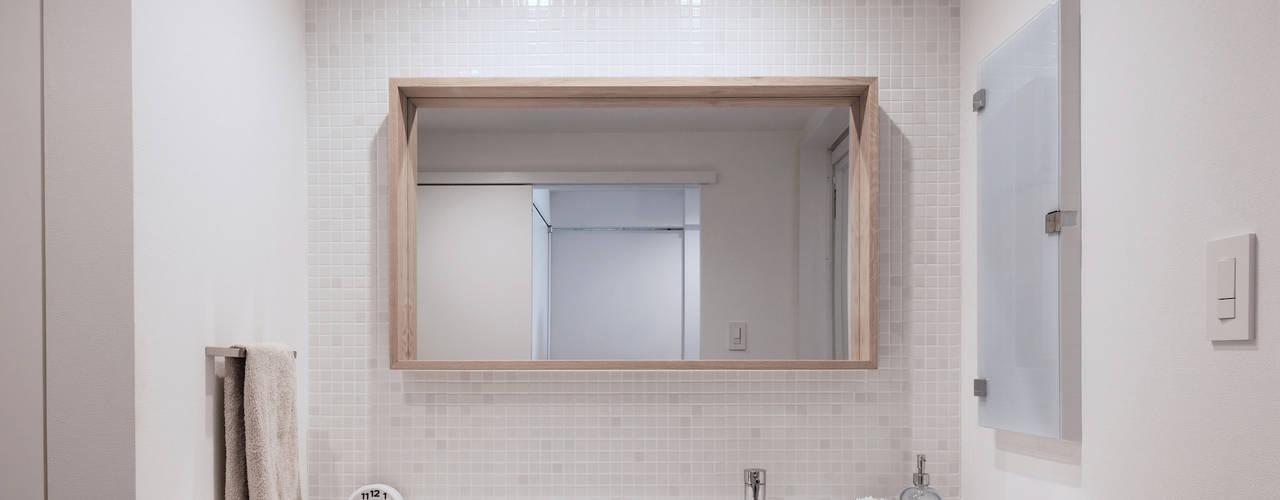 Eclectische badkamers van 一色玲児 建築設計事務所 / ISSHIKI REIJI ARCHITECTS Eclectisch