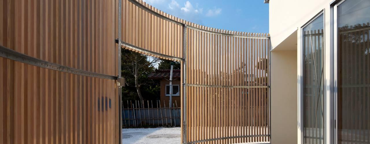 テラス: Unico design一級建築士事務所が手掛けた家です。