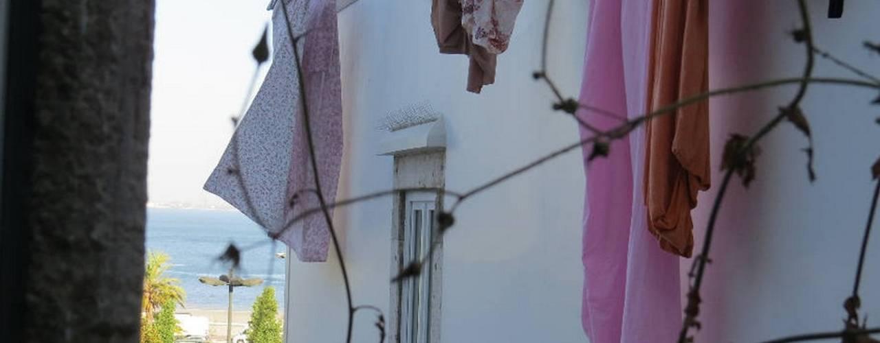 Projecto decoração para habitação turística - Beco da Lapa, Alfama - Lisboa:   por Mariline Pereira - Interior Design Lda.