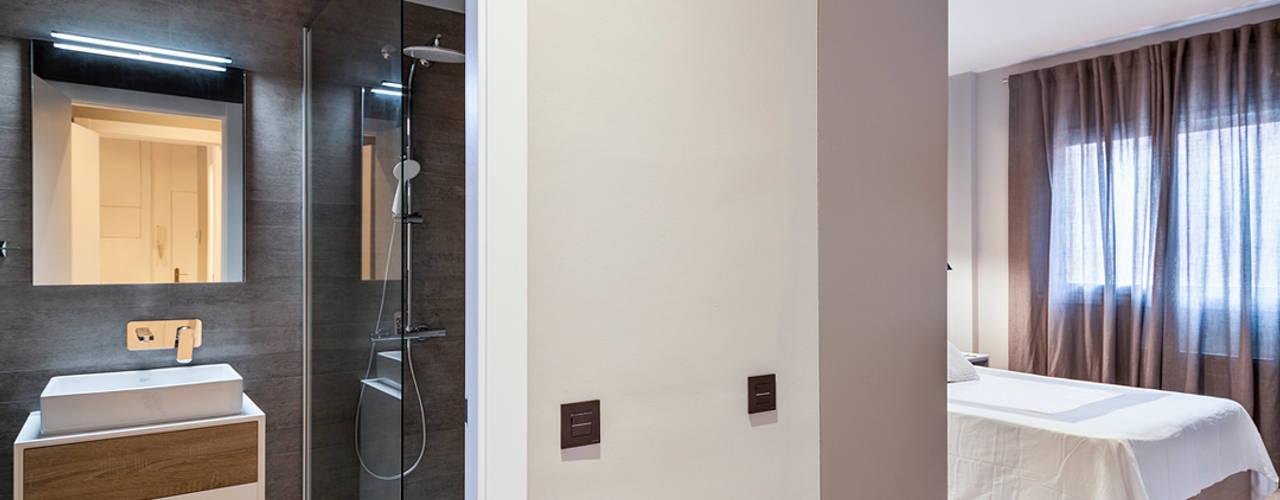 Pasillos, vestíbulos y escaleras clásicas de Dröm Living Clásico