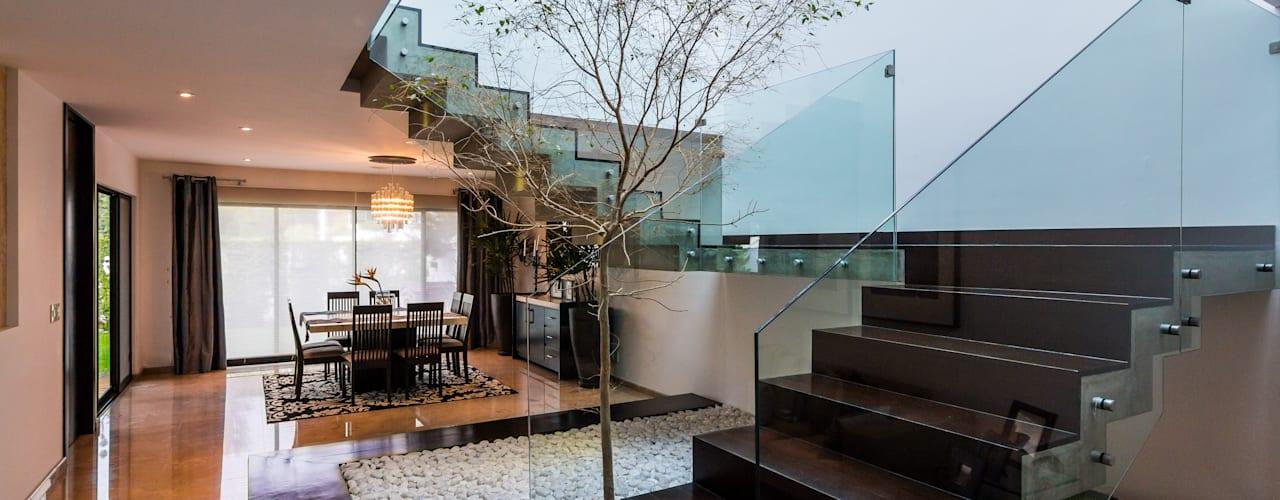 N14 Pasillos, vestíbulos y escaleras modernos de aaestudio Moderno