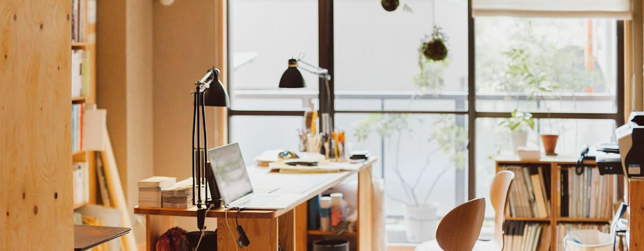 Estudios y despachos de estilo  por すまい研究室 一級建築士事務所