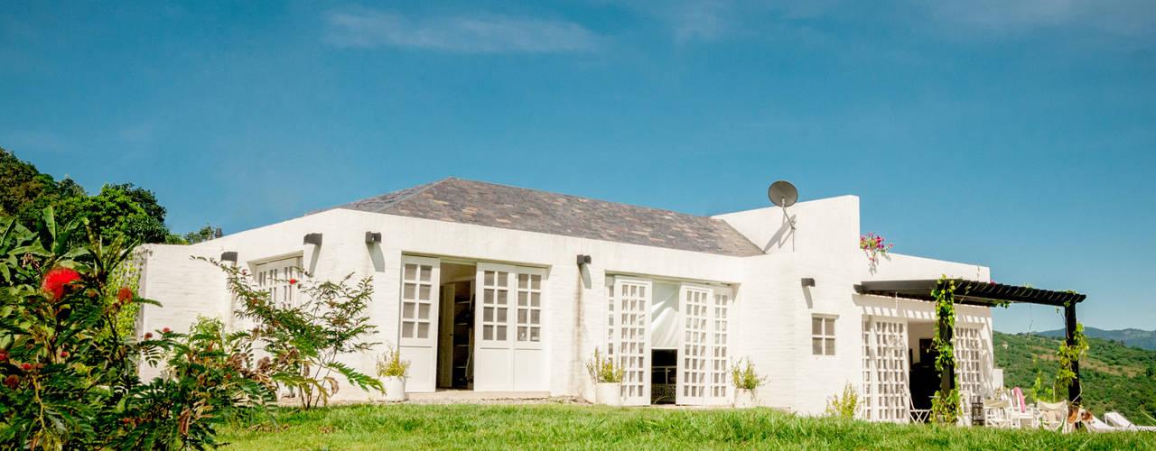 現代房屋設計點子、靈感 & 圖片 根據 SDHR Arquitectura 現代風