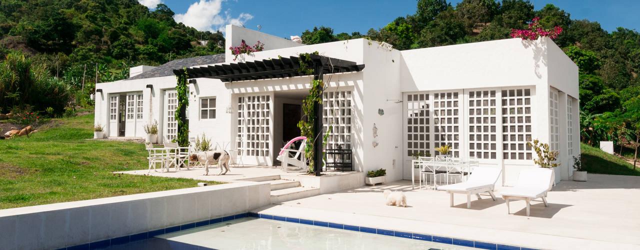 Casa Residencial: Piscinas de estilo  por SDHR Arquitectura,