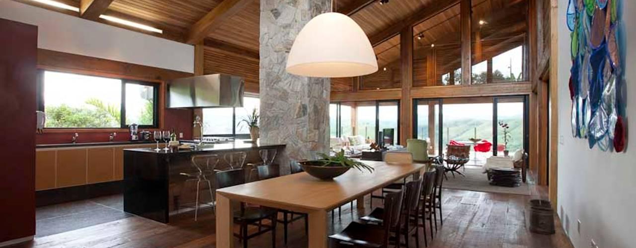 Mountain House Casas rústicas por David Guerra Arquitetura e Interiores Rústico