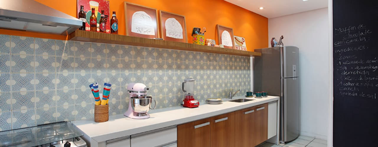 Adoro Arquitetura Modern kitchen Ceramic Orange