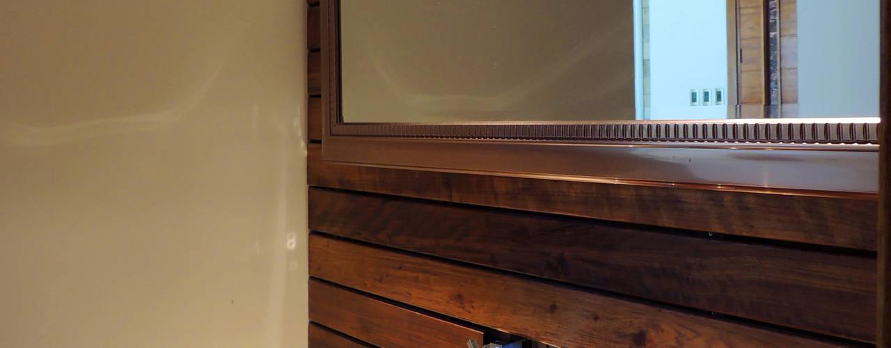 GRECO II HOUSE: Baños de estilo  por Carbone Fernandez Arquitectos