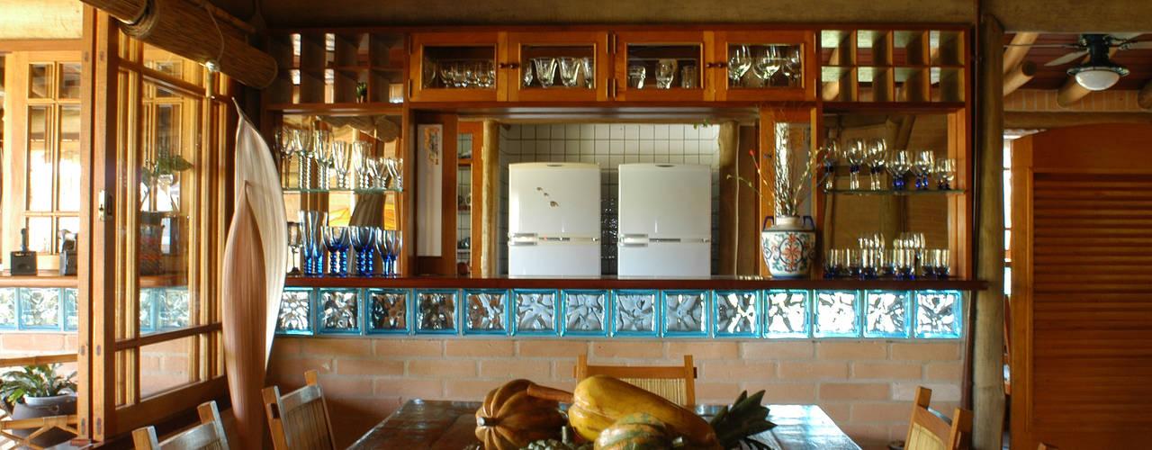 RESIDÊNCIA JRA Salas de jantar rústicas por MADUEÑO ARQUITETURA & ENGENHARIA Rústico