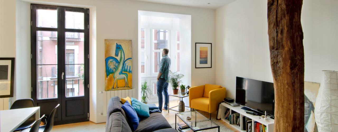 Reforma vivienda: Salones de estilo  de Garmendia Cordero arquitectos, Moderno