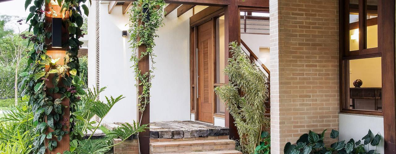 Casa em Itu 現代房屋設計點子、靈感 & 圖片 根據 Mellani Fotografias 現代風
