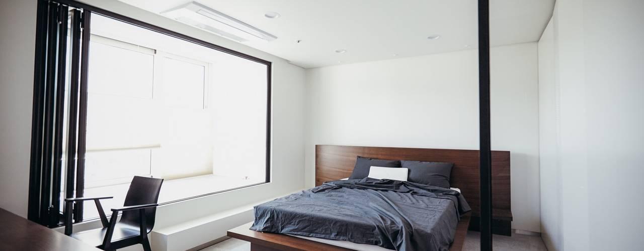 분당구 수내동 아파트 (before& after) : 샐러드보울 디자인 스튜디오의  침실