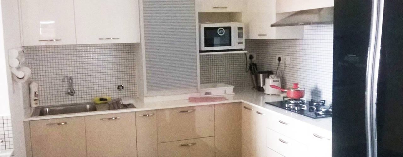 Kitchen work for Celebrity - Mrs. Jeny Susan Mattew Bespoke Decor Modern kitchen Plywood Amber/Gold