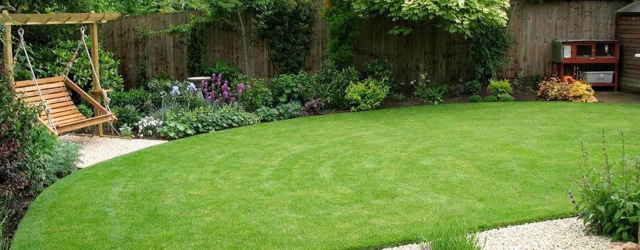 Romantic suburban garden Country style garden by Jane Harries Garden Designs Country