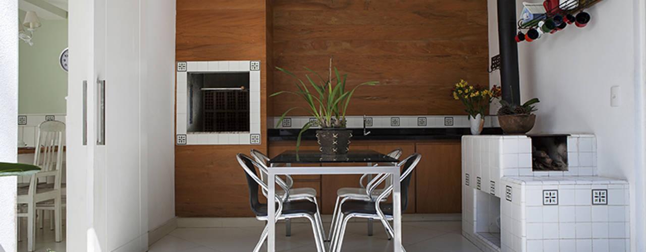 Balkon, Beranda & Teras Modern Oleh Lucia Helena Bellini arquitetura e interiores Modern