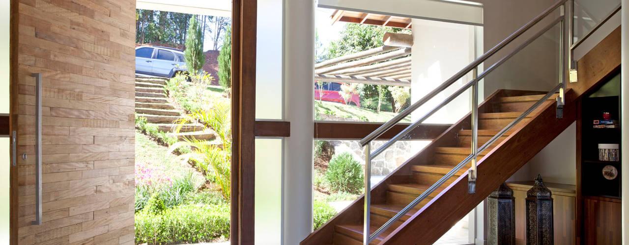 Salas de estilo  por Samy & Ricky Arquitetura